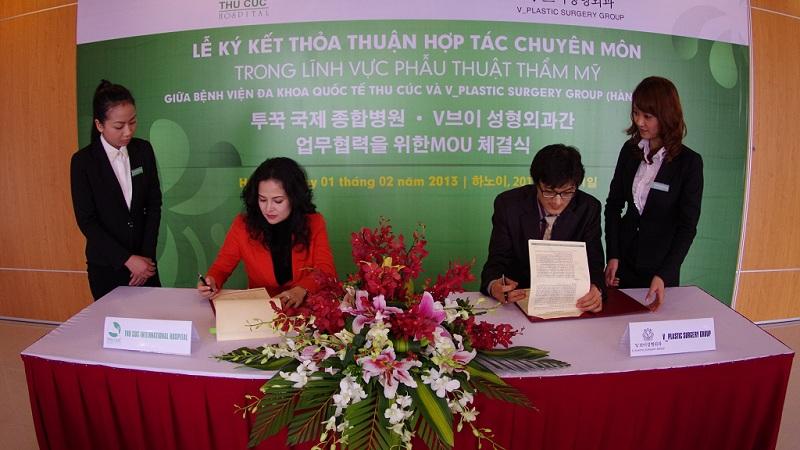 Chủ tịch Nguyễn Thu Cúc ký hợp tác độc quyền giữa Thu cúc với V-Plastic Hàn Quốc
