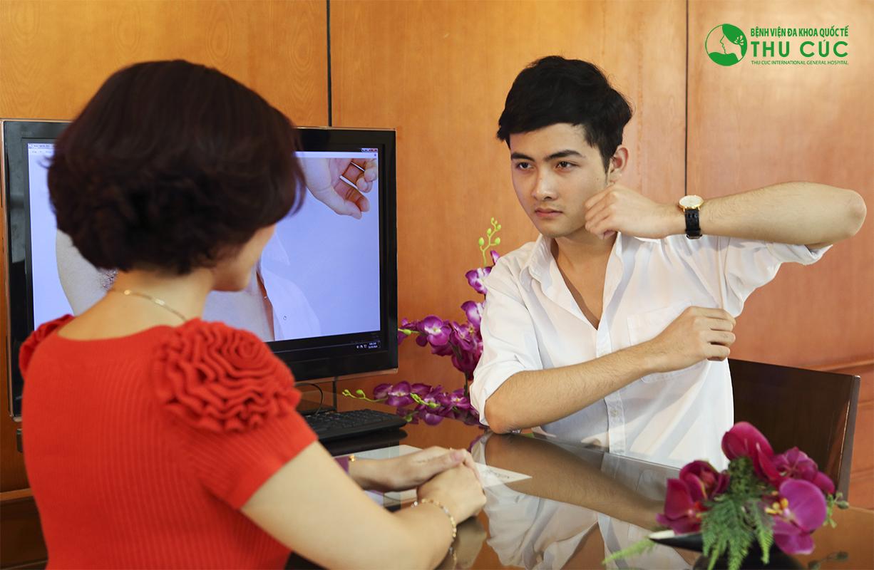 Khách hàng được thăm khám kỹ lưỡng trước khi lựa chọn phương pháp trị hôi nách phù hợp