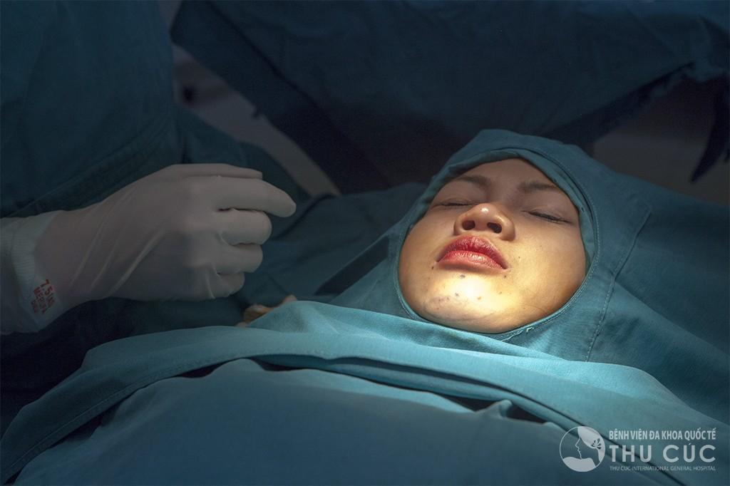 Một ca phẫu thuật độn cằm diễn ra nhanh chóng trong khoảng 45 phút