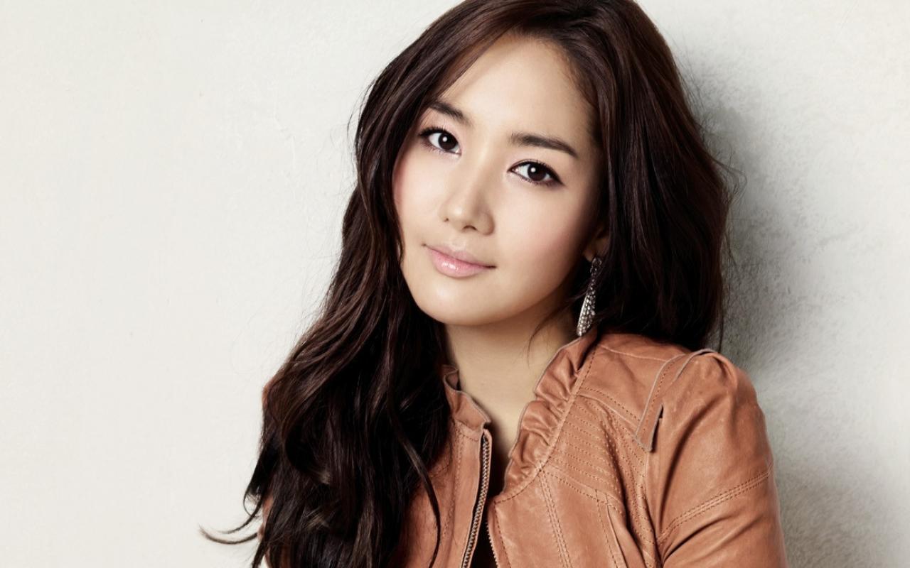 Để có được vẻ đẹp hoàn hảo như hiện tại, Park Min Young đã thực hiện nhiều ca phẫu thuật thẩm mỹ nhưđộn cằm, chỉnh mắt và mũi.