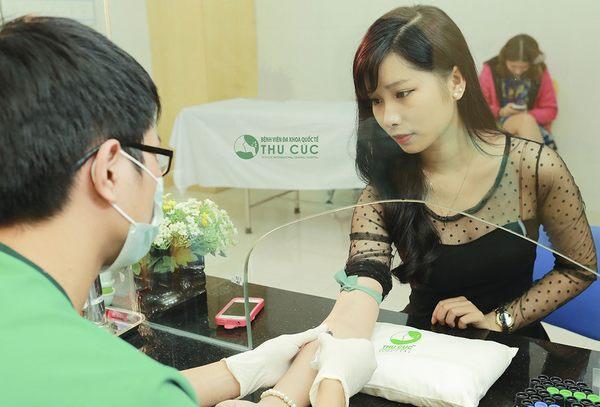 Trước khi độn cằm khách hàng đều được thăm khám sức khỏe cụ thể