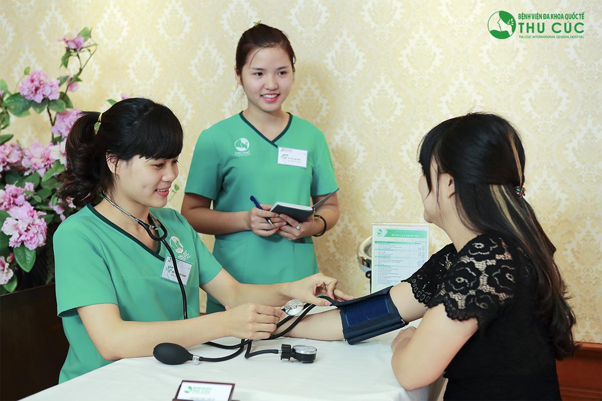 Khách hàng cần kiểm tra sức khỏe để đảm bảo đủ điều kiện tham gia phẫu thuật