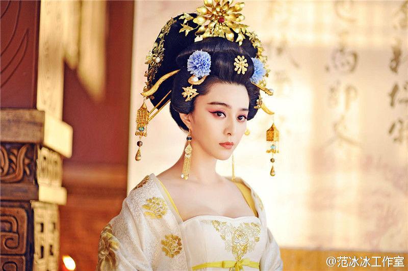 Cô được ca ngợi là mỹ nhân phim cổ trang với vẻ đẹp quý phái, kiêu sa