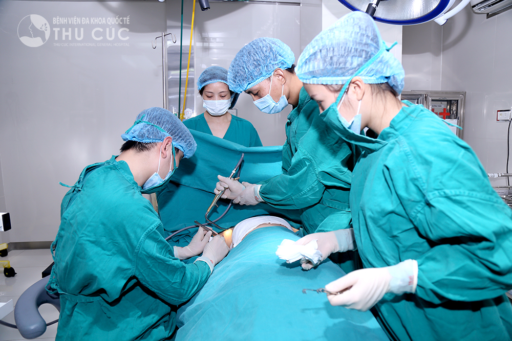 Phẫu thuật nâng ngực được diễn ra tại phòng mổ đạt tiêu chuẩn của bệnh viện