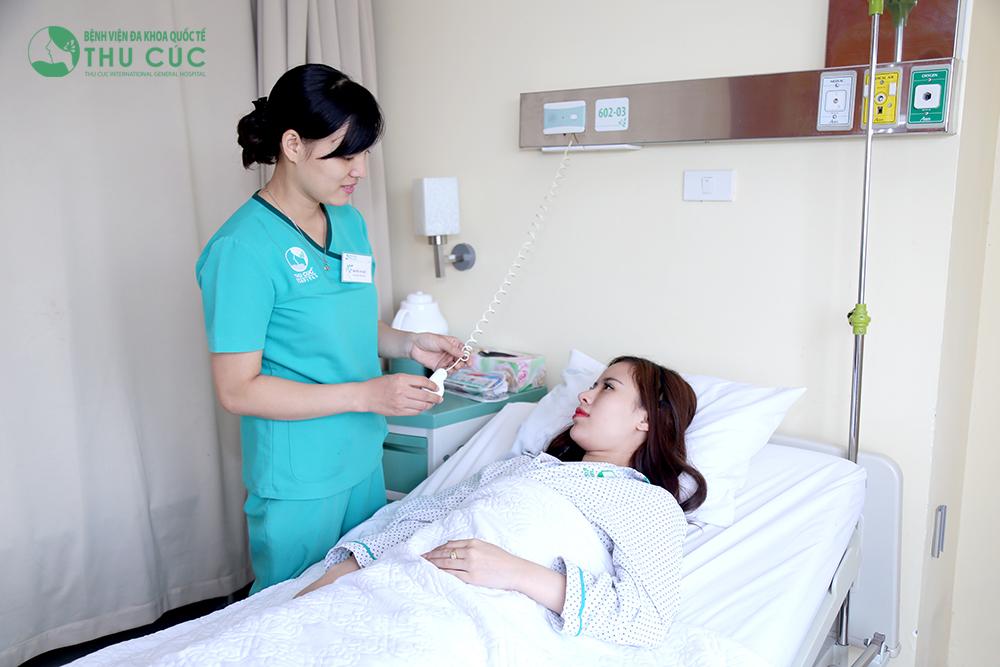 Sau phẫu thuật, khách hàng được chăm sóc hậu phẫu chu đáo, miễn phí trong 2 ngày.