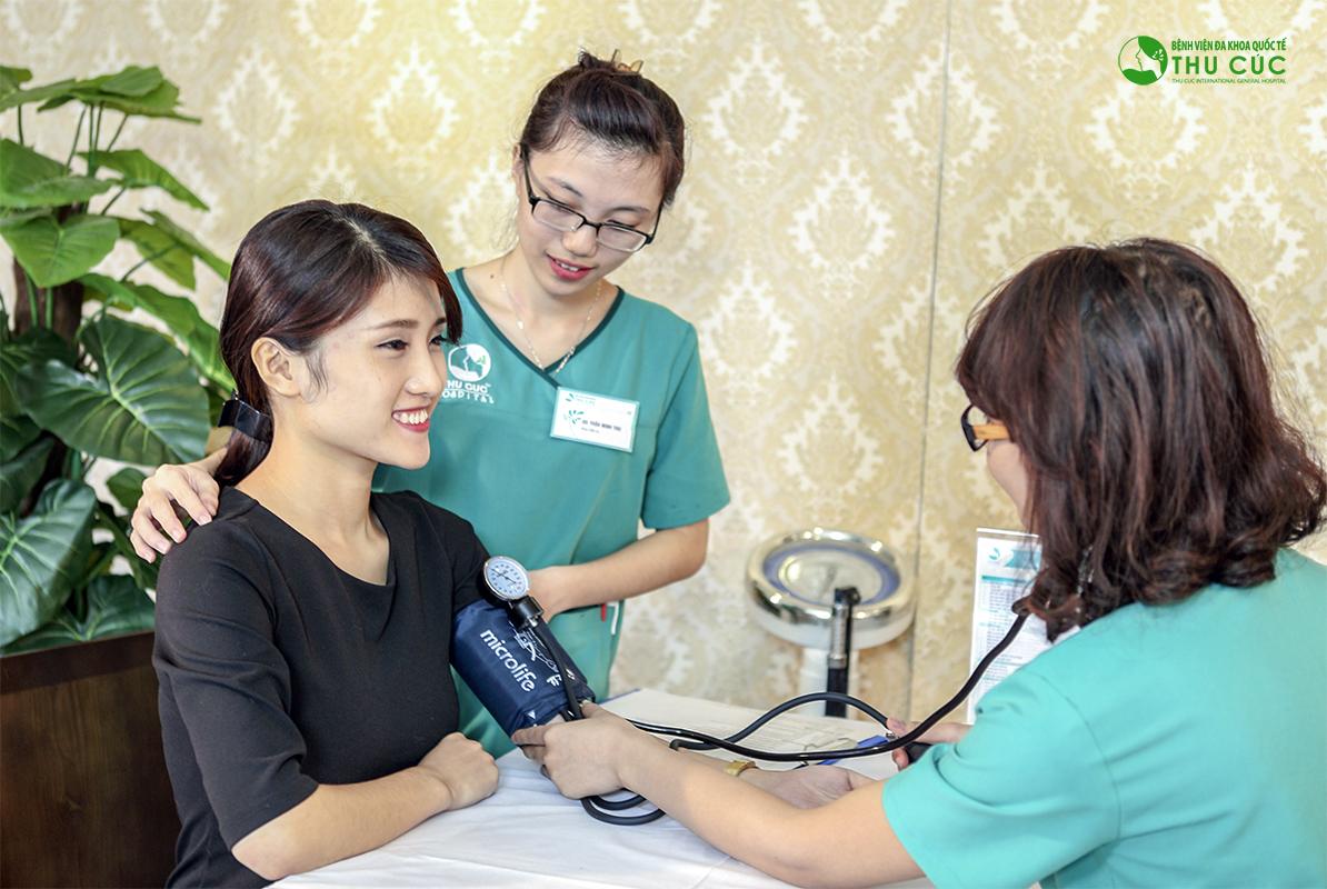 Khách hàng được kiểm tra sức khỏe toàn diện trước phẫu thuật