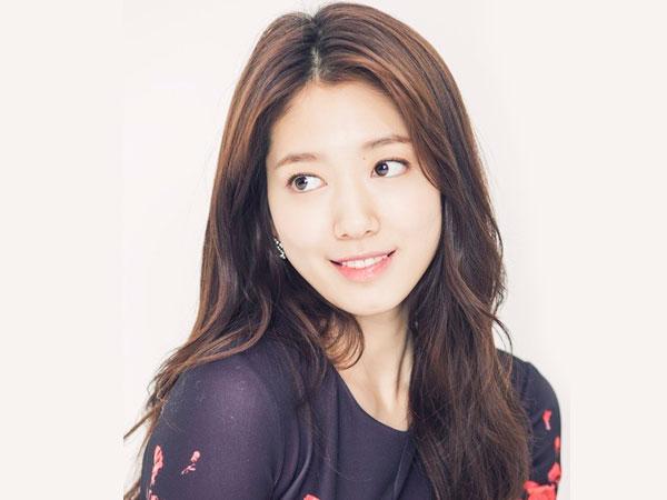 Park Shin Hye là một trong số ít sao Hàn sở hữu cằm chẻ và điều này làm cô trở nên đặc biệt hơn