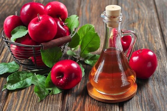 Dấm tươi là nguyên liệu rẻ tiền, dễ kiếm nhưng lại hiệu quả trong việc giảm thiểu mùi hôi nách