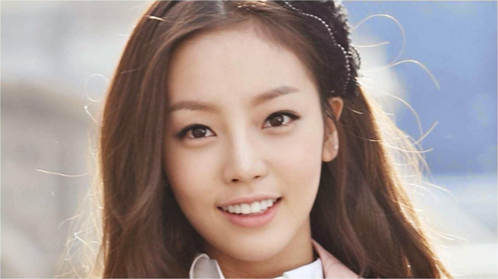 Khuôn mặt nhỏ gọn, thanh tú khiến sao Hàn xinh đẹp và rạng rỡ hơn