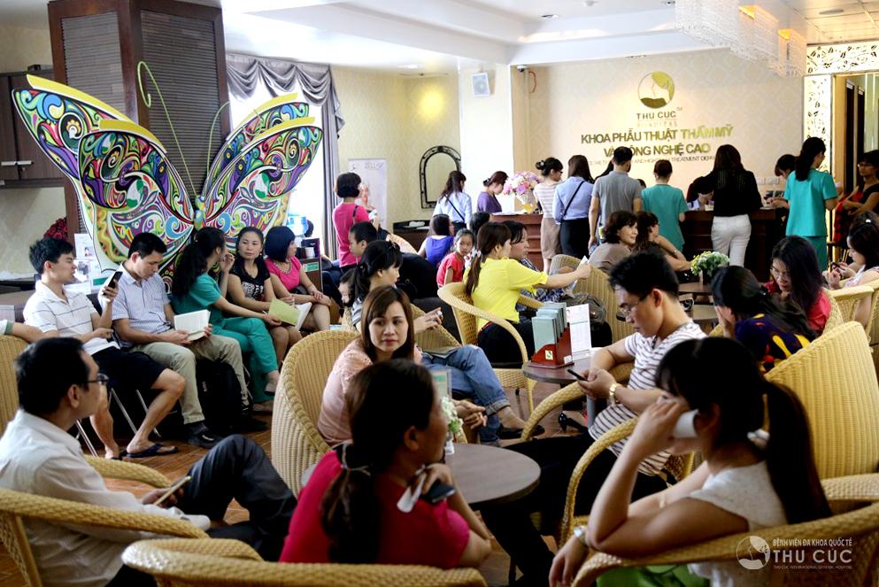 Được biết đến với thương hiệu thẩm mỹ đã có 20 năm hoạt động, Thu Cúc Sài Gòn luôn được nhiều khách hàng tin tưởng lựa chọn là nơi chăm sóc sắc đẹp toàn diện.
