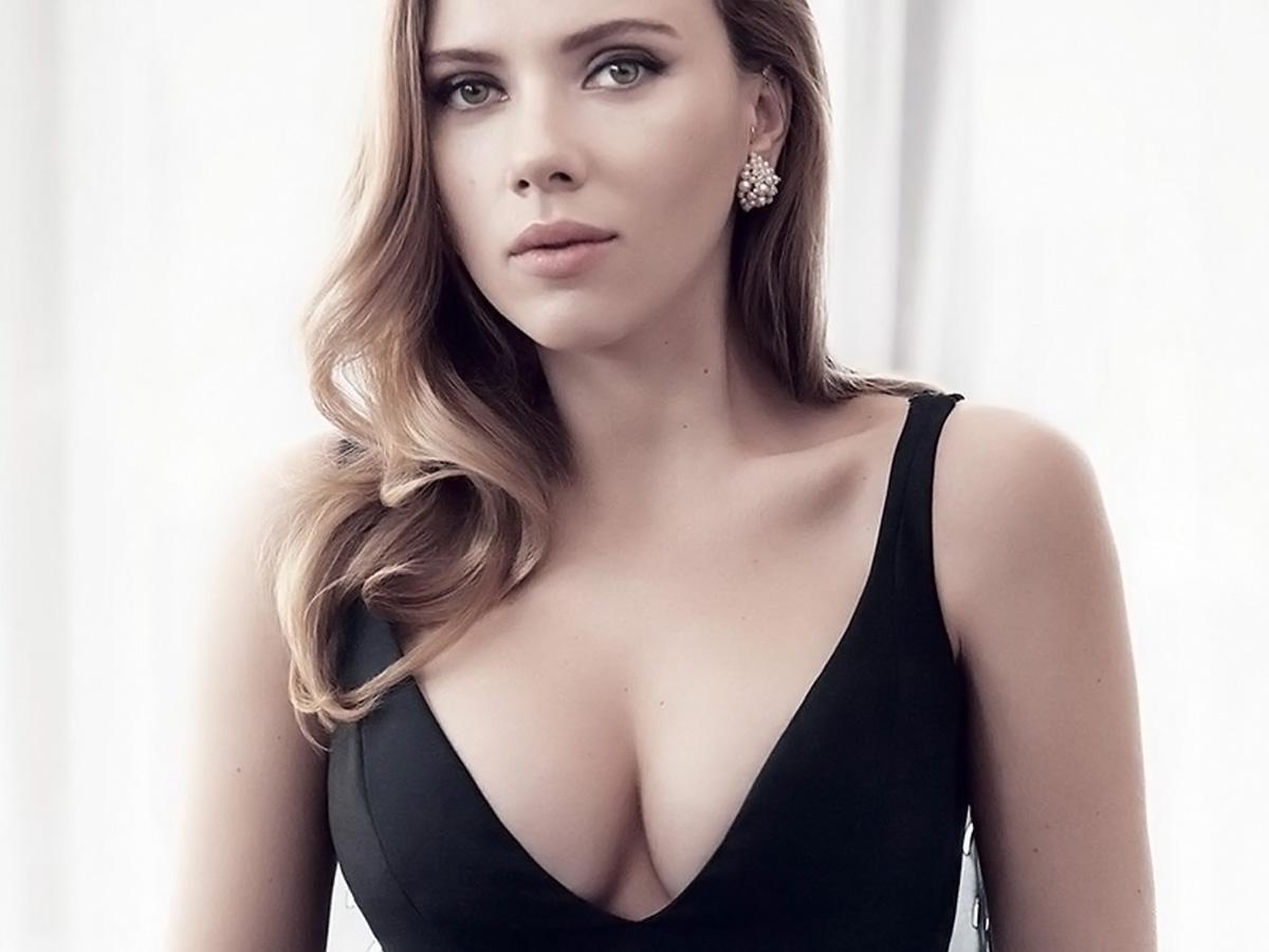 Scarlett Johansson được mệnh danh là mỹ nhân có bộ ngực tự nhiên đẹp nhất Hollywood.