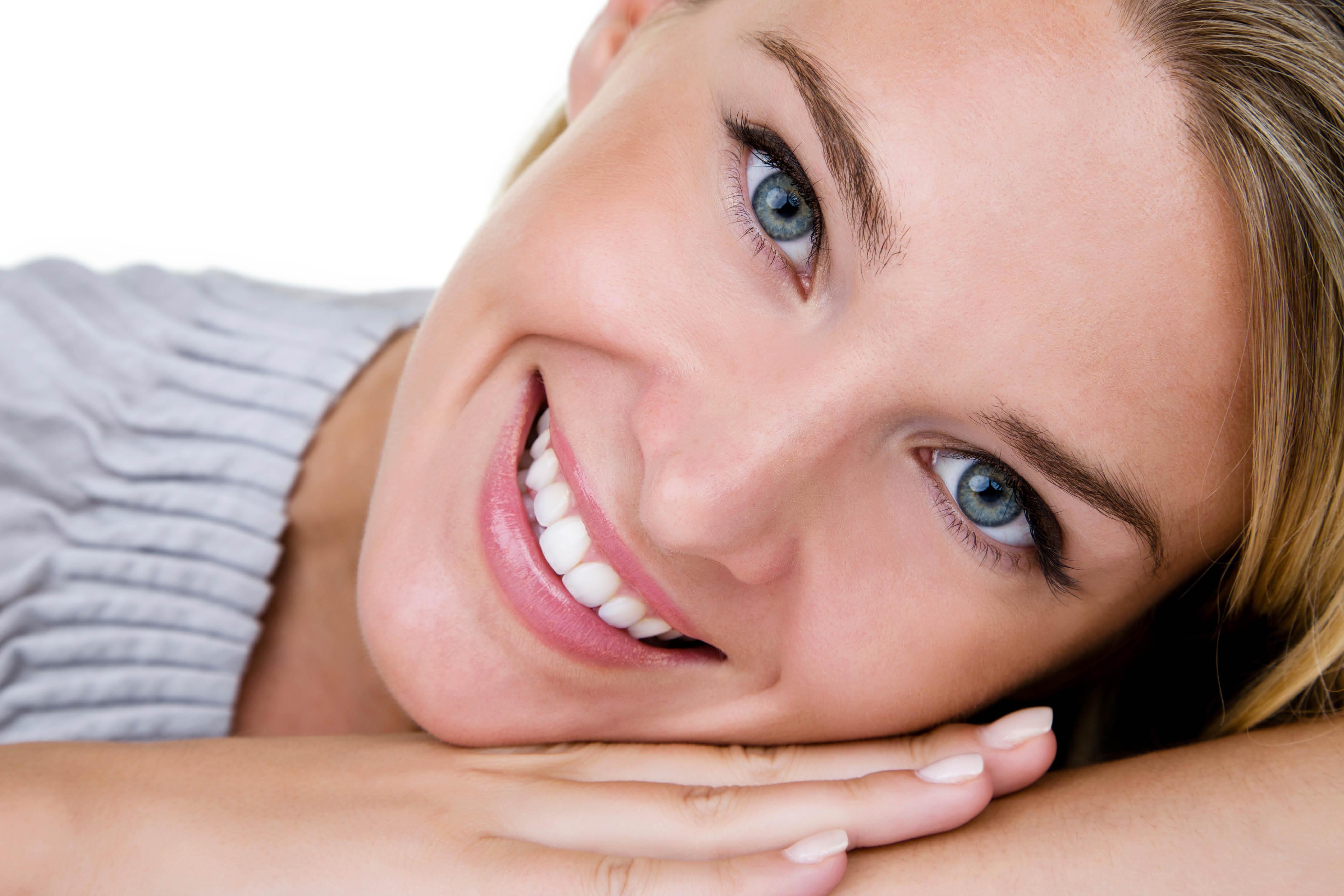 Đôi môi với màu sắc tươi tắn giúp gương mặt thêm rạng rỡ