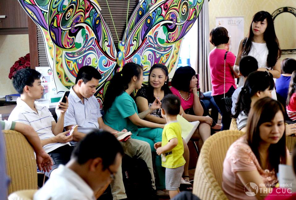Đông đảo người dân tìm đến Thu Cúc để trải nghiệm các dịch vụ thẩm mỹ
