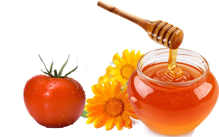 Hàm lượng chất chống oxy hóa trong cà chua có thể bảo vệ da trước tác hại của tia UV, làm chậm lại quá trình lão hóa, ngăn chặn nguy cơ ung thư da