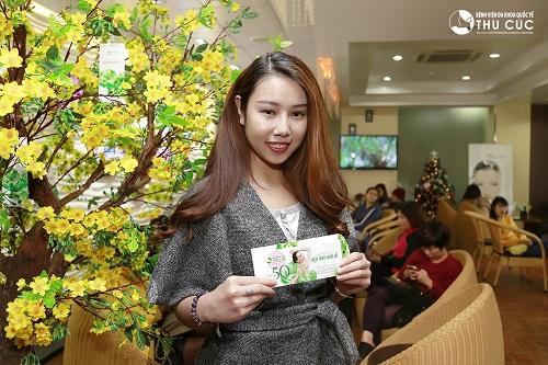 Mong muốn cải thiện đôi mắt nhỏ kém duyên, Thu Nga (23 tuổi) đã trở thành khách hàng may mắn nhận lì xì giảm 50% dịch vụ thẩm mỹ mắt.