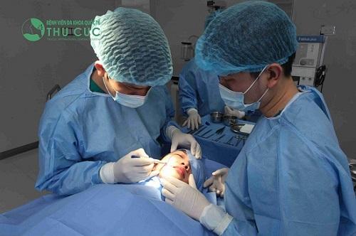 Tiểu phẫu diễn ra nhanh chóng, an toàn trong điều kiện vô khuẩn tối ưu