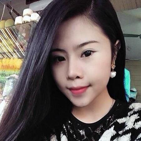Thật khó để làm ngơ trước đôi mắt hút hồn của Mỹ Linh (20 tuổi). Cô bạn sở hữu khuôn mặt khả ái với đôi mắt hai mí long lanh sau khi bấm mí tại BV Thu Cúc. Theo Linh thì bấm mí giúp khuôn mặt có điểm nhấn hơn, cũng như khắc phục bệnh… lười make up của cô bạn.