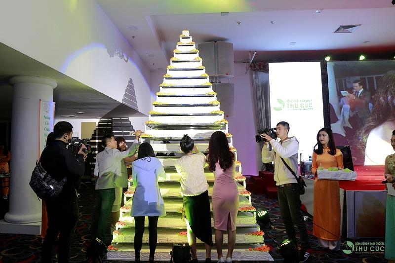 Các đại diện đến từ các khối ngành như: Bệnh viện Thu Cúc, Thu Cúc Sài Gòn, Thu Cúc Clinics… hào hứng tranh tài trong phần thi trang trí bánh sinh nhật.