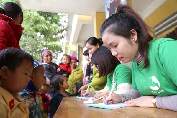 BV Thu Cúc thăm, tặng quà cho 800 HS nghèo Mèo Vạc – Hà Giang