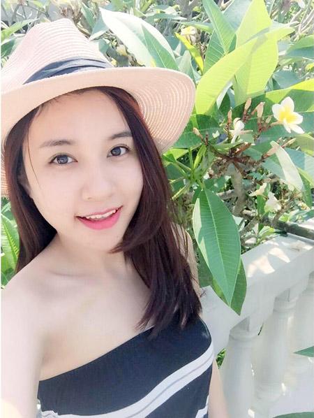 Dường như chiếc cằm thanh tú giúp Thu Trang (27 tuổi) đẹp ở mọi góc nhìn, cô nàng cũng thích thú khi khuôn mặt O-line của mình giờ đã biến thành khuôn mặt V-line tự nhiên.