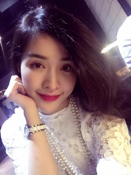 Bấm mí giúp Thanh Thùy ngày càng nổi bật hơn với ngoại hình xinh đẹp và đôi mắt long lanh quyến rũ.