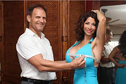 Thậm chí, nhiều trường hợp còn thuyết phục bạn đời của mình đi nâng ngực để duy trì mối quan hệ vợ chồng ngày càng tuyệt vời hơn mà câu chuyện của Ivan LeCasque (Mỹ) là một ví dụ điển hình.