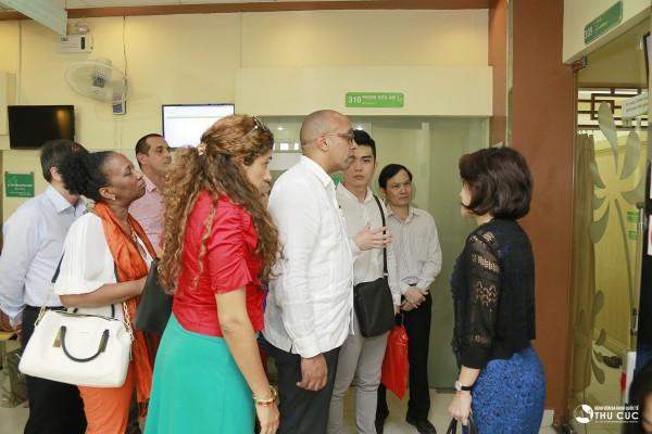 Lãnh đạo Bệnh viện Thu Cúc đón tiếp nhiệt tình đoàn đại biểu Đại sứ Cuba tại Việt Nam
