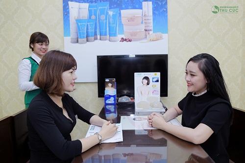 Thúy Quỳnh đã đến Bệnh viện Thu Cúc để được tư vấn, tìm phương pháp giảm cân sau sinh bằng công nghệ Vaser Lipo tiên tiến.