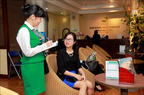 Nữ kế toán viên 8X dành nhiều thời gian tìm hiểu thông tin và đã quyết định tìm đến Bệnh viện Thu Cúc để đăng ký dịch vụ hút mỡ với công nghệ Vaser Lipo hiện đại.