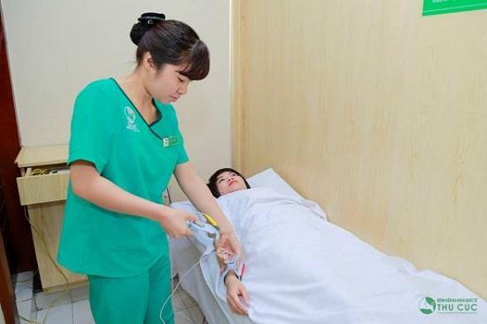 Sự tận tâm của các điều dưỡng viên sau phẫu thuật khiến chị Phương hài lòng.
