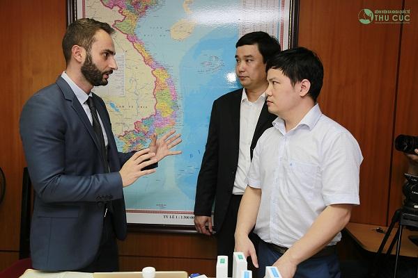 … và cùng các bác sĩ chuyên khoa tại Thu Cúc Sài Gòn trao đổi nghiệp vụ, kỹ thuật chuyên môn