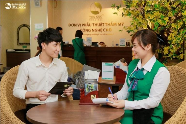 """Sau khi được bạn bè khuyên, Thanh Lương đã đến Thu Cúc để được tư vấn về phương pháp chữa """"viêm cánh""""."""