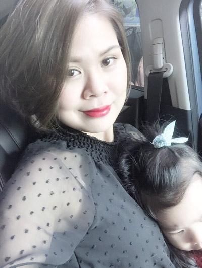 Ít ai ngờ được rằng cô nàng có khuôn mặt trẻ trung, cá tính này đã có một gia đình nhỏ với một bé gái 3 tuổi dễ thương.
