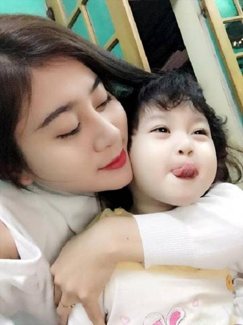 Vẻ ngoài trẻ trung khiến ít người biết rằng Minh Tâm đã là mẹ của một bé gái xinh xắn.