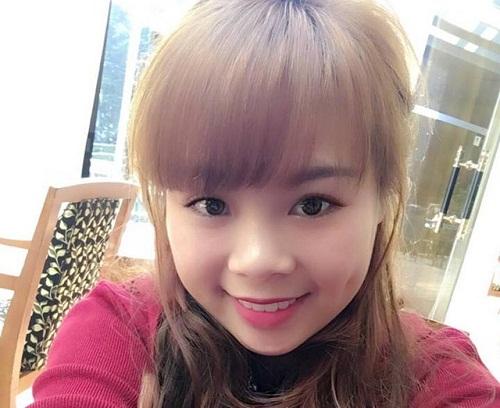 Đôi má lúm xinh xắn giúp nụ cười của Phương Dung ngọt ngào hơn.