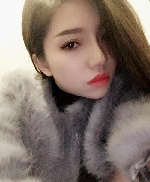 Để có được ngoại hình hoàn hảo như hiện tại, Phương Linh đã thực hiện 2 tiểu phẫu nâng mũi và cắt mí.