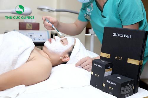 Chăm sóc da tại đây, khách hàng có thể an tâm bởi sản phẩm chiết xuất từ thiên nhiên, có khả năng thẩm thấu sâu, giúp cải thiện, duy trì một làn da tươi mới, căng tràn sức sống.
