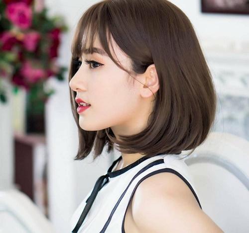 """Cô gái trẻ tự tin tạo dáng trong mọi khung hình với các nét hoàn hảo """"không góc chết"""".Giờ đây cô bạn 9X là gương mặt thương hiệu cho nhiều nhãn hàng lớn và các shop thời trang nổi tiếng."""