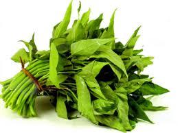 Phun lông mày cần kiêng rau muống vì trong rau muống chất làm đầy vết thương