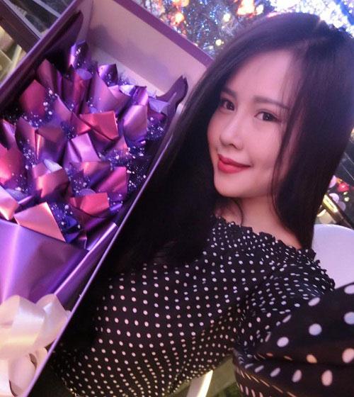 Cũng giống như Phi Nga, tiệm nail số 112 Thái Thịnh – Hà Nội của 9X xinh đẹp Diệu Ly cũng ngày một đông khách sau khi cô nàng thực hiện nâng mũi S-line và tạo má lúm đồng tiền tại Thu Cúc