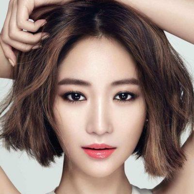 Kỹ thuật phun tán bột lông mày mang đến cho bạn gái cặp lông mày trẻ trung, phù hợp với gương mặt nhưng vẫn tự nhiên như thật.