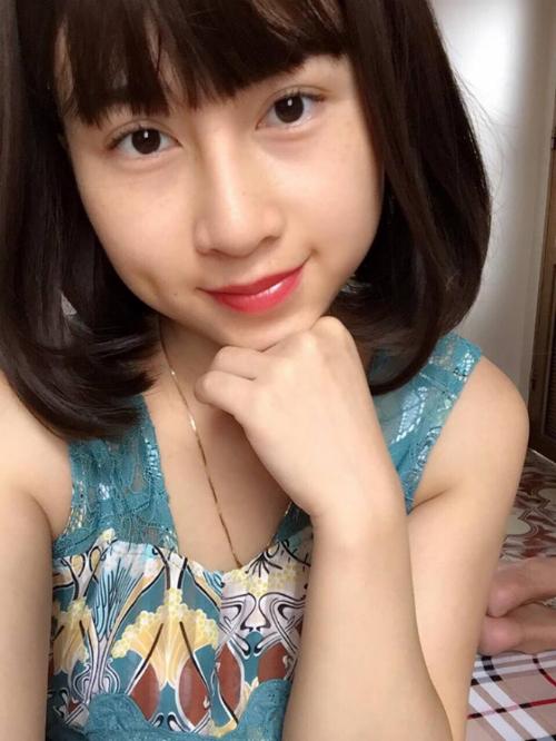 Diện mạo xinh đẹp của Hồng Linh khiến bạn bè cô ngỡ ngàng. 9x tâm sự chính bản thân cô cũng ngạc nhiên vì sự thay đổi quá lớn sau thẩm mỹ.