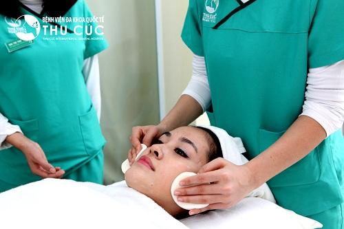 Khách hàng được chăm sóc chu đáo từ đội ngũ y bác sĩ và chuyên viên làm đẹp tại Thu Cúc