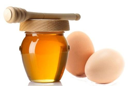 Trị nám, giúp đa đều màu bằng trứng gà và tinh bột nghệ