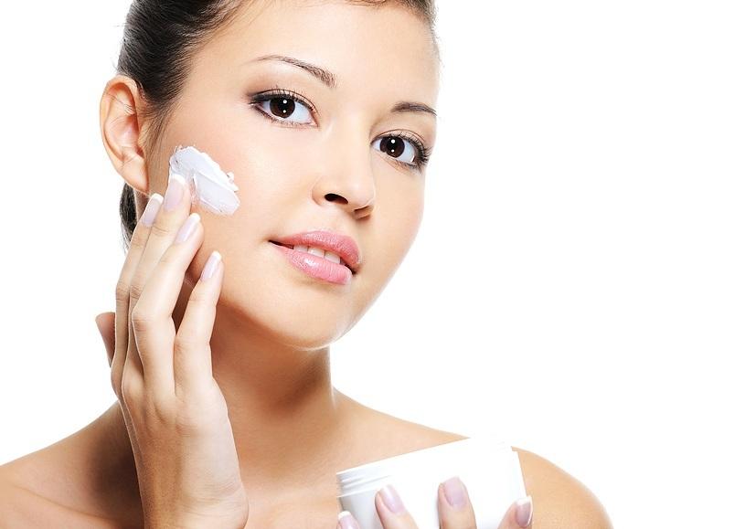 Ngoài tác dụng trị nám, kem bôi còn giúp dưỡng trắng da và làm mềm da hiệu quả