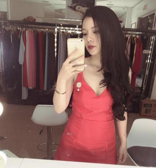 Niềm vui dường như được nhân lên gấp đôi khi cửa hàng thời trang của cô ngày một đông khách và giúp cô gái trẻ thu được nhiều lợi nhuận hơn.
