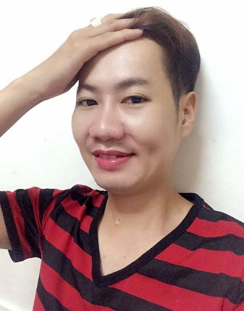 """Chỉ cần một biểu cảm nhẹ, đôi má lúm đã hiện rõ trên khuôn mặt. Đây cũng được coi là điểm nhấn giúp khuôn mặt 9x trở lên """"ấn tượng"""" hơn trong mắt phái nữ."""