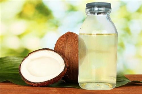 Dầu dừa có công hiệu trị nám hiệu quả được nhiều chị em sử dụng