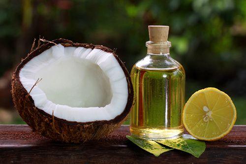 Massage với dầu dừa và tinh chất chanh sẽ giúp các vết thâm nám mờ đi