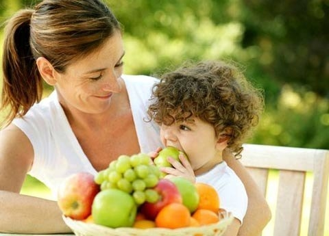 Bổ sung thực phẩm giàu vitamin là cách ngăn ngừa nám da hiệu quả cho trẻ em